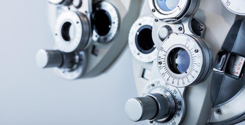 Czym dokładnie różni się optometrysta od okulisty i optyka?