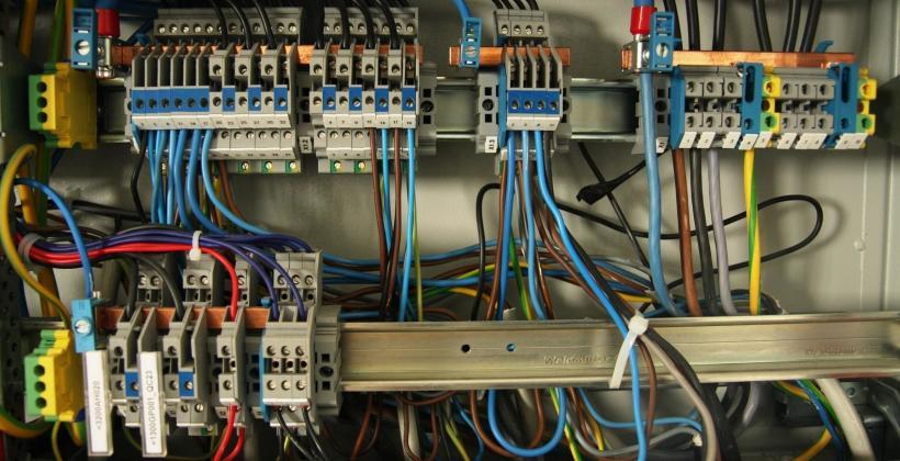 Montaż instalacji elektrycznej  pomocą fachowców
