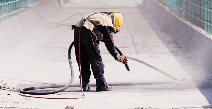 Na czym polega piaskowanie stali i innych materiałów?