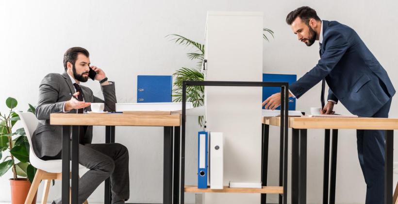 4 korzyści, dlaczego warto wybrać biurko z podnoszonym blatem?
