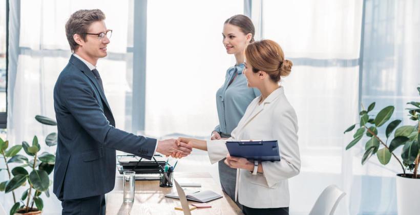 Jak wyróżnić się w pracy i zostać zauważonym przez szefa?