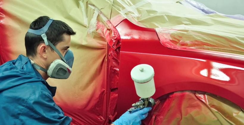 Jak odświeżyć wygląd samochodu? Skorzystaj z usług blacharsko-lakierniczych!