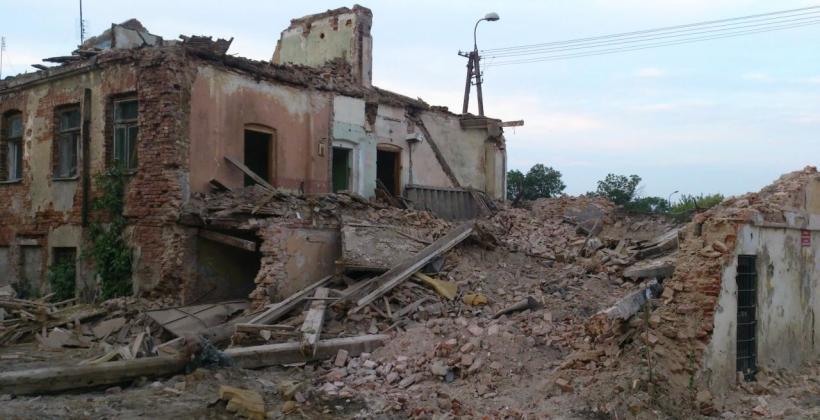 Wyburzenia budynków. Formalności i techniczna strona prac