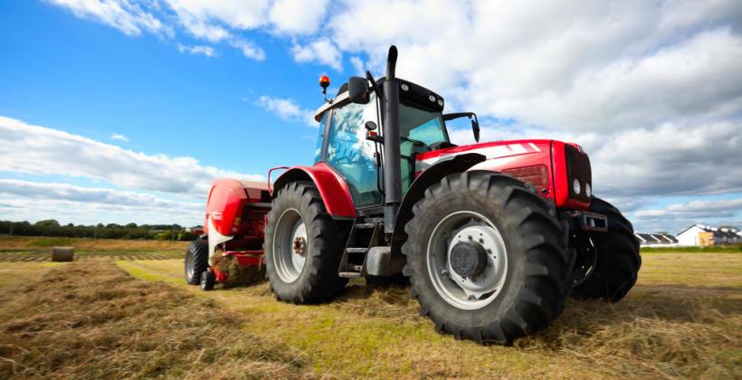 Główne zalety wynajmu maszyn rolniczych