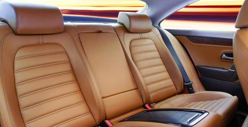 Jak dbać o tapicerkę w samochodzie?
