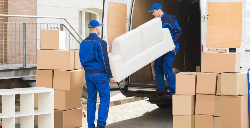 Czy warto skorzystać z usług firmy przeprowadzkowej?