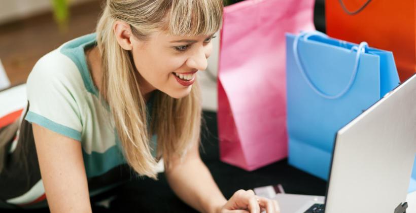 Jak bezpiecznie kupować ubrania przez Internet?