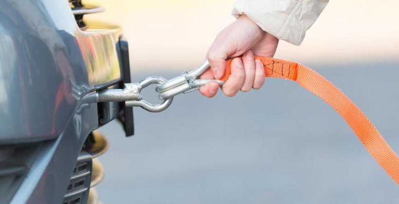 Podstawowe zasady bezpiecznego holowania pojazdów