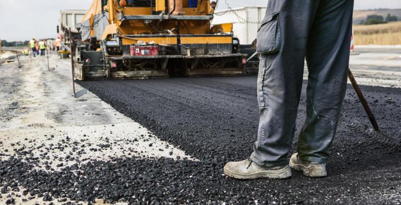 Jak wybrać firmę zajmującą się remontami dróg?