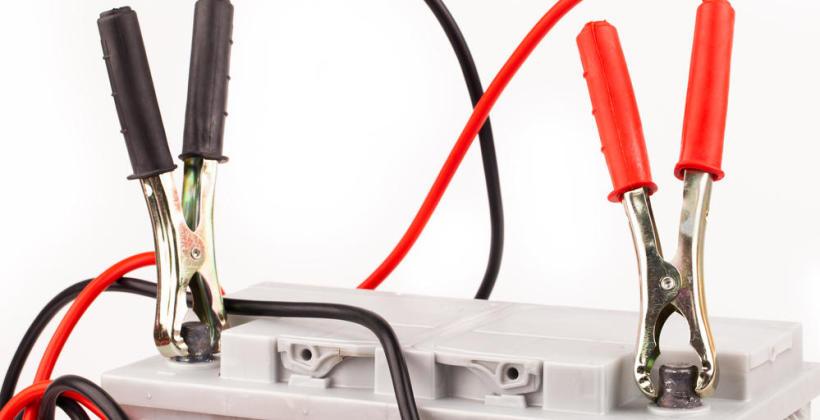 Kiedy trzeba pojechać do mechanika, aby wymienił akumulator?