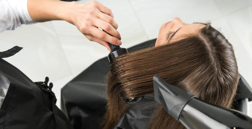 Poznaj cechy jakie wyróżniają dobrego fryzjera.