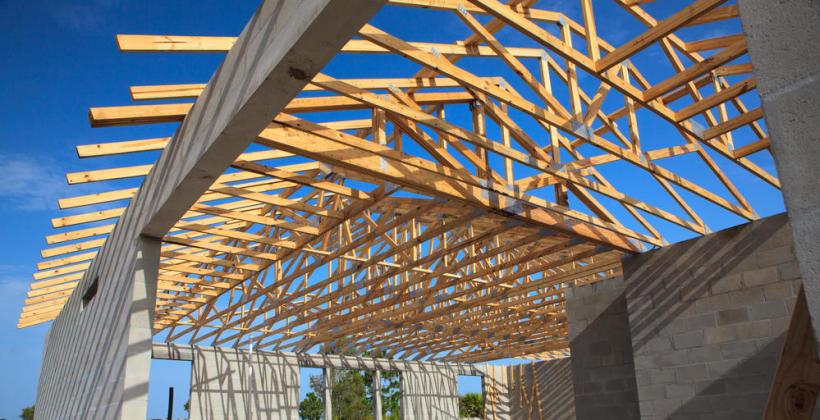 Czym charakteryzuje się dobra hurtownia budowlana?