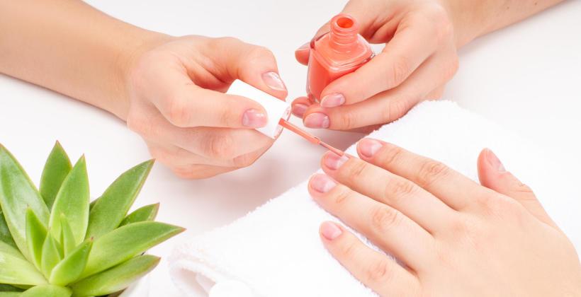 Co to jest manicure tytanowy?