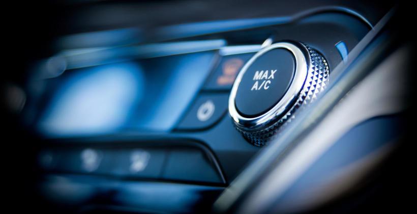 Awaria klimatyzacji w samochodzie – jak ją rozpoznać i co może się do niej przyczynić?