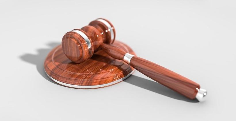 Jakie wymogi prawne i organizacyjne musi spełniać salonik prasowy?