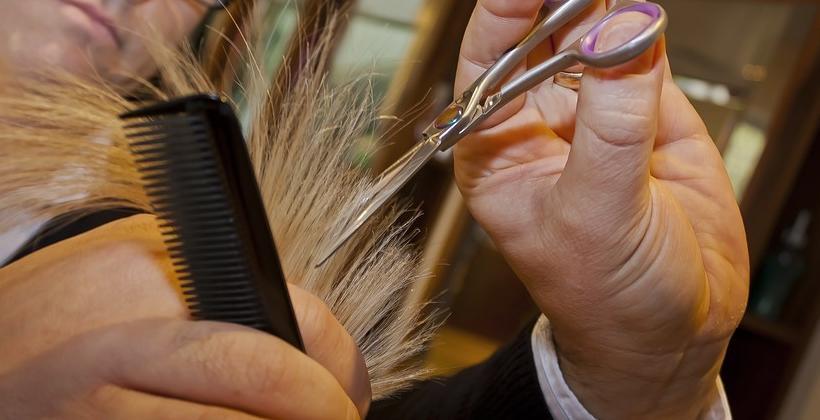 Jak szybko rozpoznać, że Twoje włosy są suche i zniszczone?
