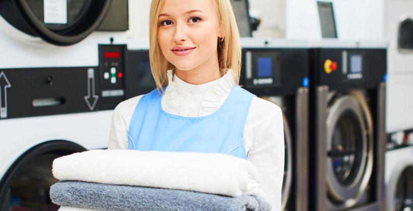 Dlaczego warto zlecić outsourcing odzieży roboczej profesjonalnej pralni?