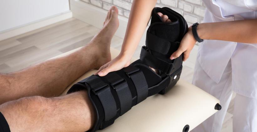 Pomoc przy rehabilitacji? Skorzystaj ze specjalistycznego sprzętu