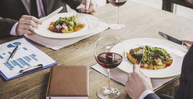 Zasady savoir-vivre podczas kolacji biznesowej