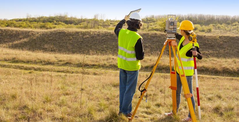 Uprawnienia i obowiązki geodety