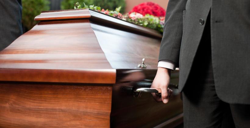 Jak sprawnie zorganizować pogrzeb?