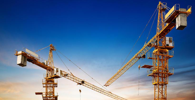 Podział i charakterystyka dźwigów budowlanych
