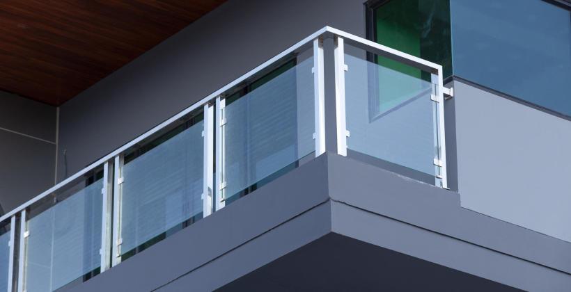 Montaż balustrad w nowoczesnych budynkach