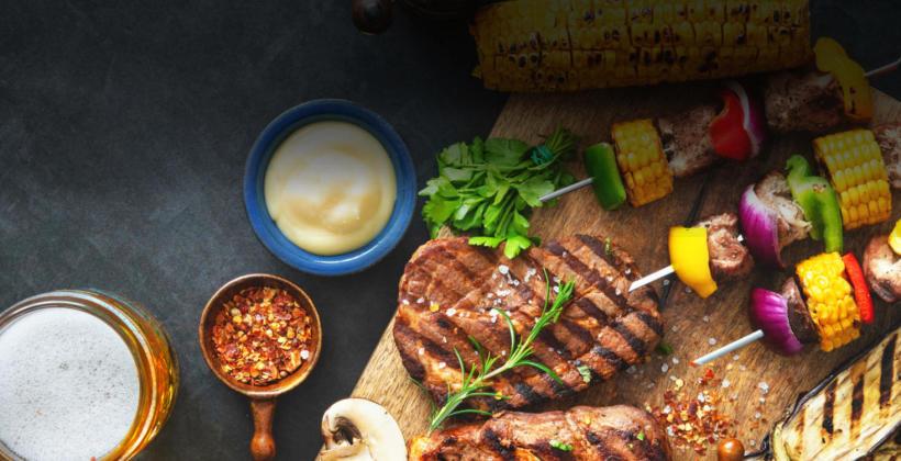 Czym powinna charakteryzować się profesjonalna obsługa cateringu grillowego?