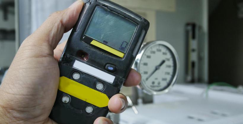 Detekcja gazów w budynkach – na jakich zasadach należy ją przeprowadzać?