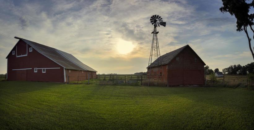 Farmy fotowoltaiczne dla rolników - co warto wiedzieć?
