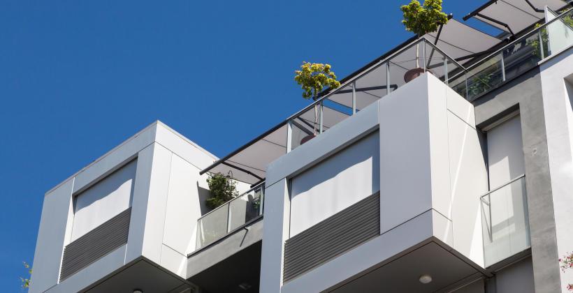 Zabudowy aluminiowe na balkony, tarasy i nie tylko