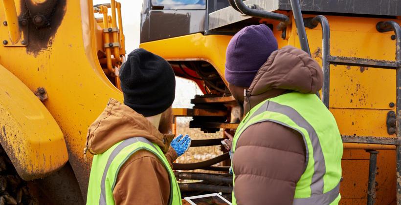 Gdzie się zwrócić i na co uważać wybierając firmę do naprawy maszyn budowlanych?