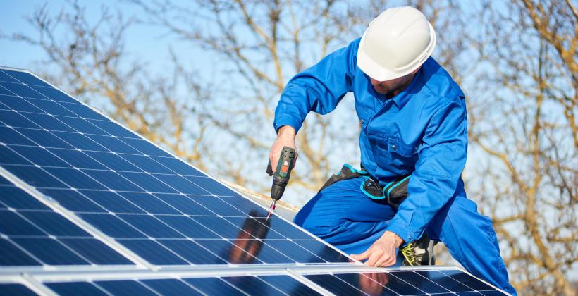 Panele fotowoltaiczne i kolektory słoneczne - energia ze słońca do różnych celów