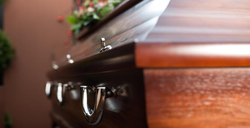 Jak zorganizować uroczystość pogrzebową?