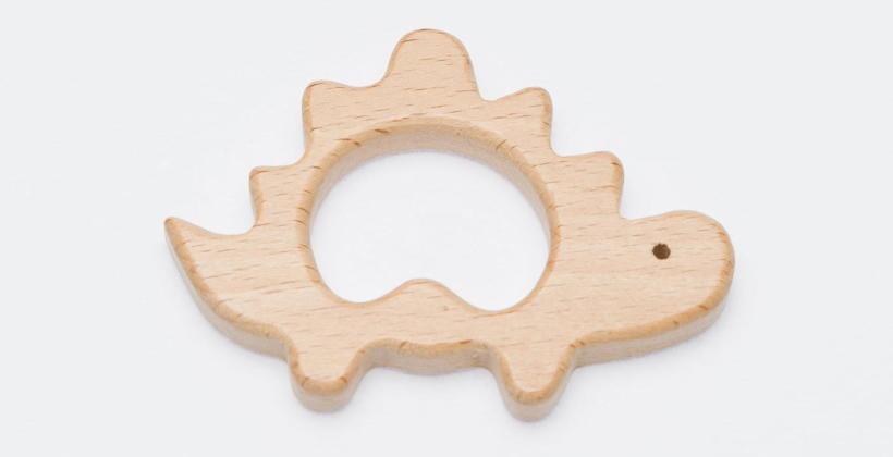 Drewno, bursztyn i silikonowe gryzaki receptą na ząbkowanie