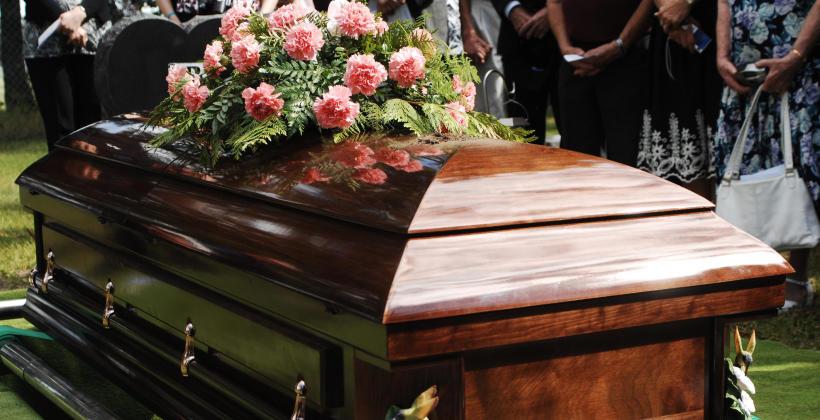 O czym należy pamiętać przed organizacją pogrzebu?