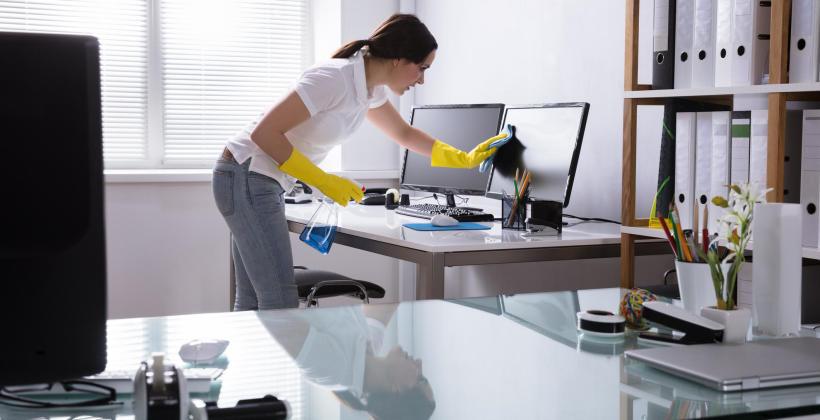 Dlaczego warto zlecić profesjonalnej firmie sprzątanie biura?