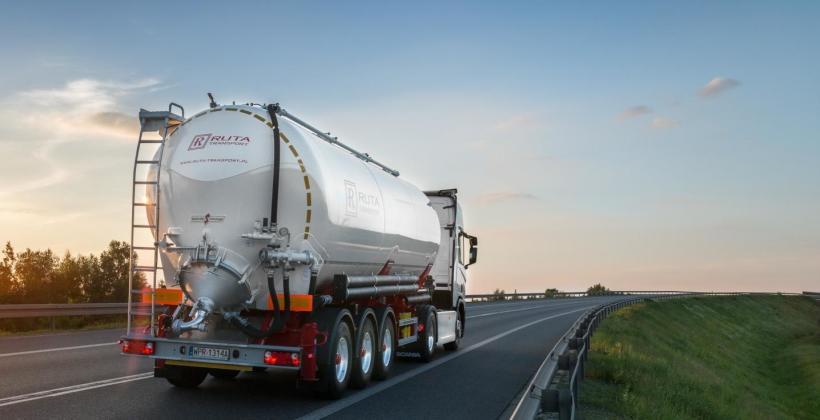Co konkretnie obejmuje transport materiałów sypkich?