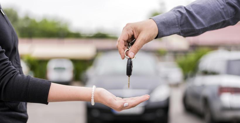 W czym się zorientować przy wynajmie samochodu?