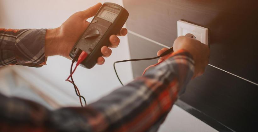 Instalacja elektryczna – kiedy remontować, a kiedy założyć nową?
