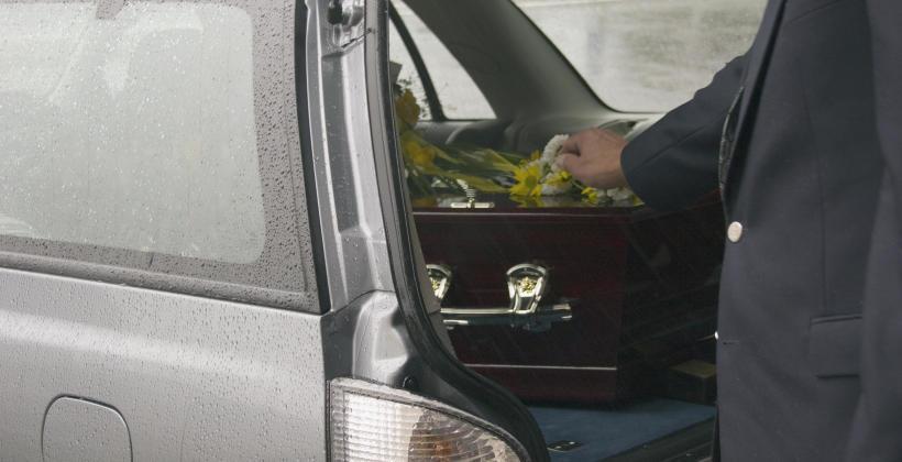 Jak powinniśmy załatwiać wszelkie pogrzebowe formalności?