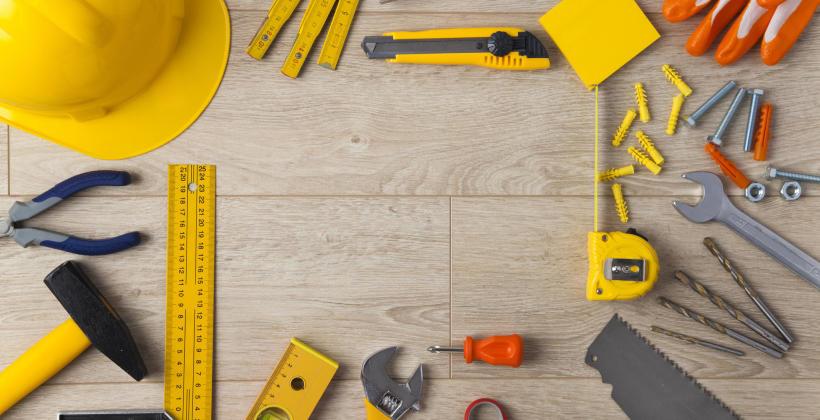 W jaki sposób przewozić specjalistyczny sprzęt budowlany?