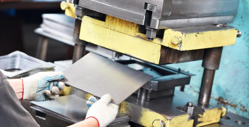 Przy jakich pracach pomoże nam specjalistyczna gilotyna do metalu?