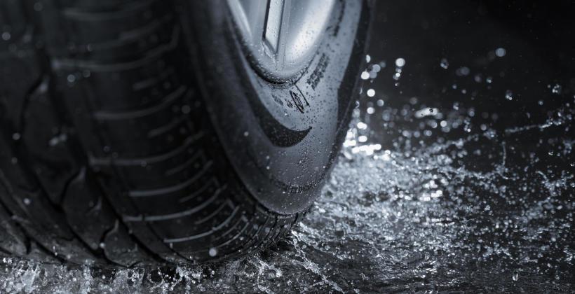 Opony samochodowe – jakie są dla nich największe zagrożenia na drodze?