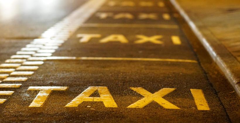 Stała współpraca z firmą taksówkarską – kiedy warto ją podjąć?