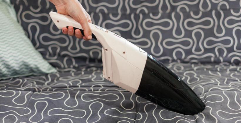 Jak powinno odbywać się pranie tapicerki meblowej?