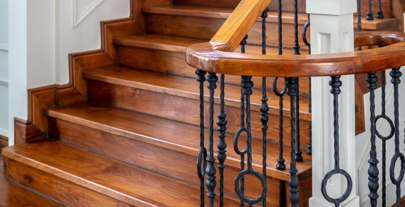 Schody drewniane w domu - czy to dobre rozwiązanie?
