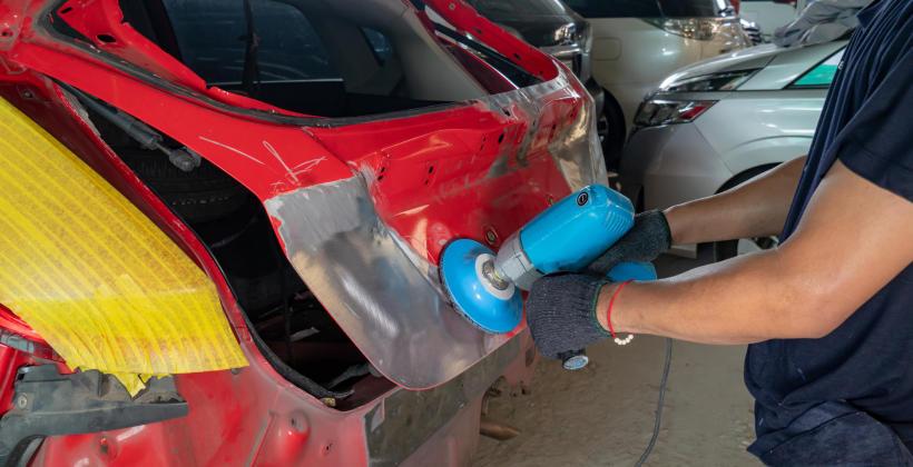 Naprawy blacharsko-lakiernicze samochodu powypadkowego