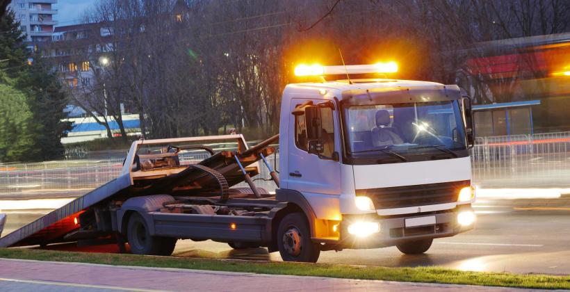 Pomoc drogowa w kryzysowych sytuacjach – na co konkretnie mogą liczyć klienci?