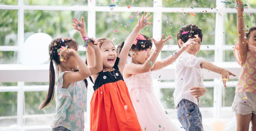 Jak zorganizować niezapomnianą uroczystość dla dziecka?